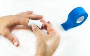 gramm-medical-innovationen-schnellverband-fingerverband-anwendung-schritt-01