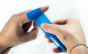 gramm-medical-innovationen-schnellverband-fingerverband-anwendung-schritt-02